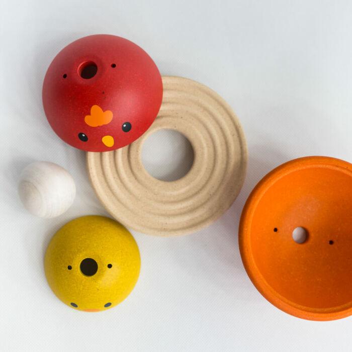 Plan Toys - Csibe fészekrakó